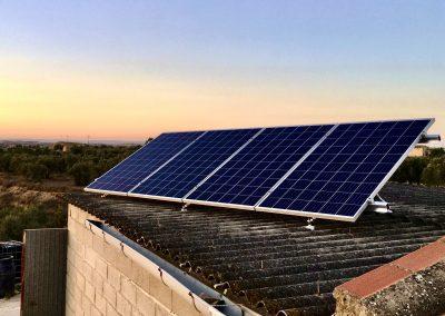 Instalación solar fotovoltaica aislada de red para casa de campo, Caspe (Zaragoza)