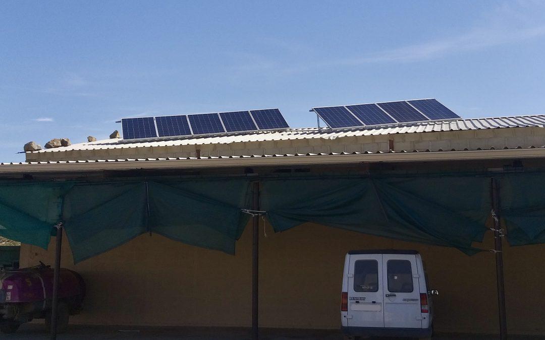 Instalación solar fotovoltaica aislada de red para un almacén y 4 pabellones para temporeros en Caspe (Zaragoza)